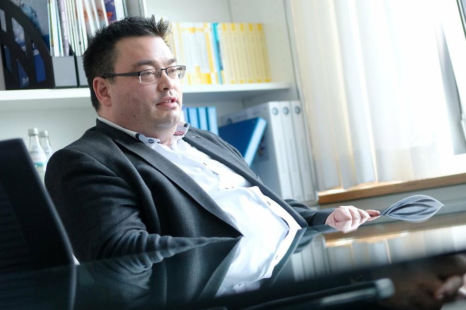 Frank Yuji Ohi ist seit sieben Jahren und neun Monaten Chef der Elblandkliniken. Jetzt wechselt er seinen Job. Ohi stammt aus der Region Frankfurt/M., sein Vater hat japanische Wurzeln.