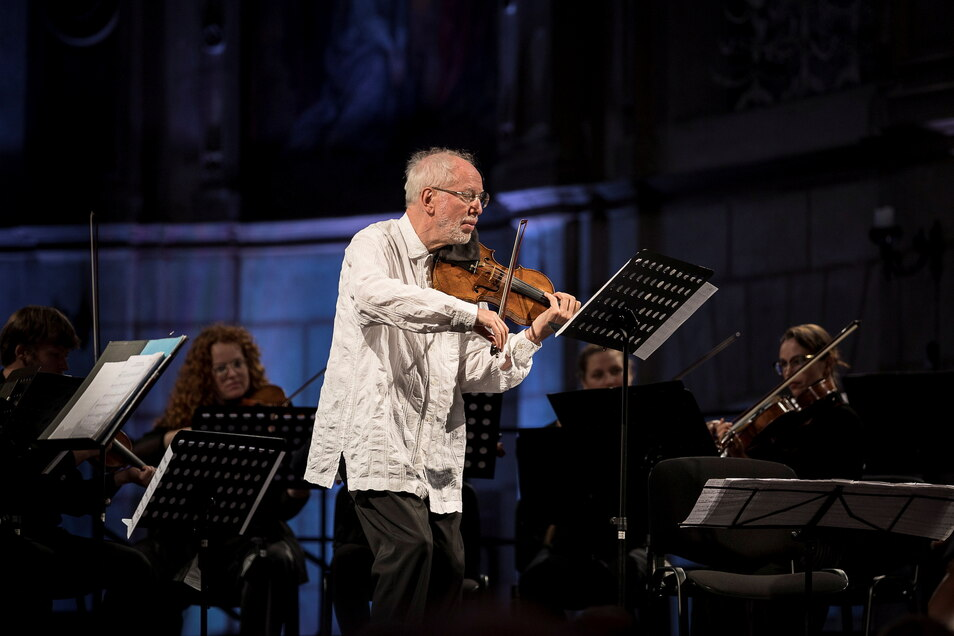 Gideo Kremer (Violine) und die Kremerata Baltica beim Konzert in der Dorfkirche Cunewalde.