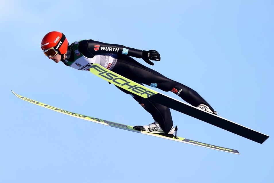 Mit einem soliden ersten Sprung hat sich der Sachse Richard Freitag beim Neujahrsspringen in Garmisch-Partenkirchen die ersten Weltcup-Punkte dieser Saison geholt.
