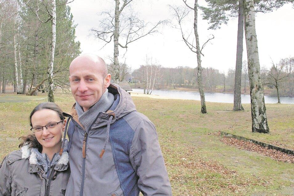 Jessica Mickolay und Conny Stark aus Cottbus sind seit Unterzeichnung des Erbbaupachtvertrages die Campingplatz-Betreiber am Badesee Kromlau.