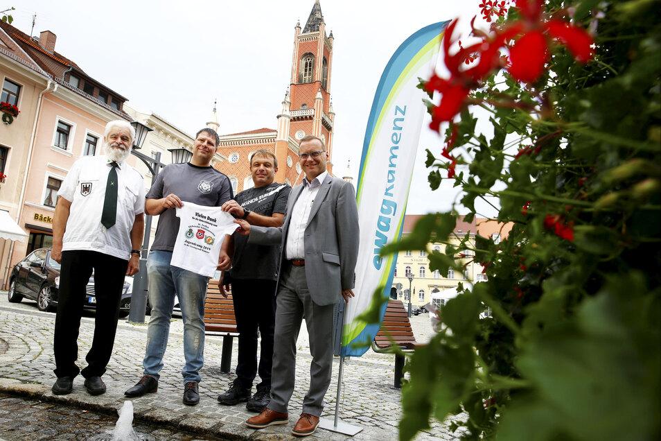 Dank der Unterstützung durch die Ewag Kamenz sowie der Firma Schilder & Werbeservice Hauffe konnten jetzt die extra für das Jugendcamp gefertigten T-Shirts übergeben werden.