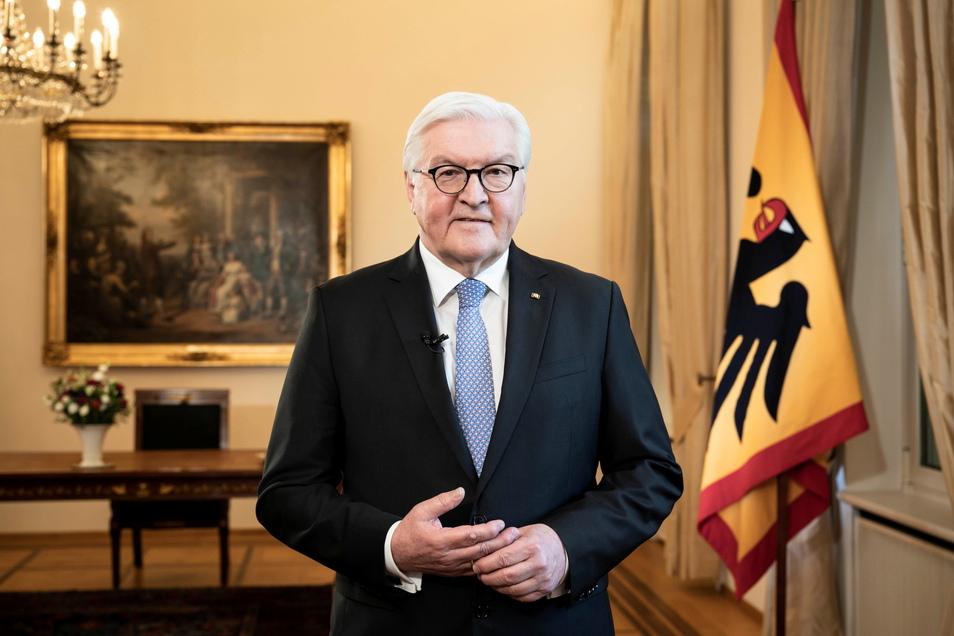 Bundespräsident Frank-Walter Steinmeier während der Aufzeichnung der Fernsehansprache zur aktuellen Lage in der Corona-Pandemie im Schloss Bellevue.
