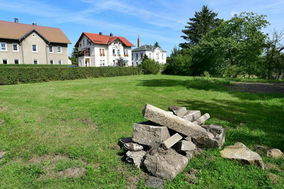 Auf diesem Grundstück entsteht in Hörnitz an der Zittauer Straße ein Mehr-Generationen-Spielplatz.