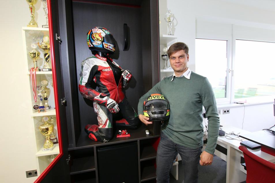 Unternehmer Rico Söhnel fährt in seiner Freizeit Motorradrennen.