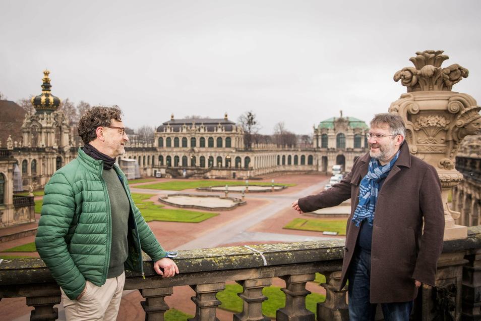 Archäologe Hartmut Olbrich (l.) und Zwingerbaumeister Kai-Uwe Beger freuen sich, dass die Sanierung des Zwingerhofes dieses Jahr beginnen kann. Zuerst werden die Archäologen den Untergrund erkunden.