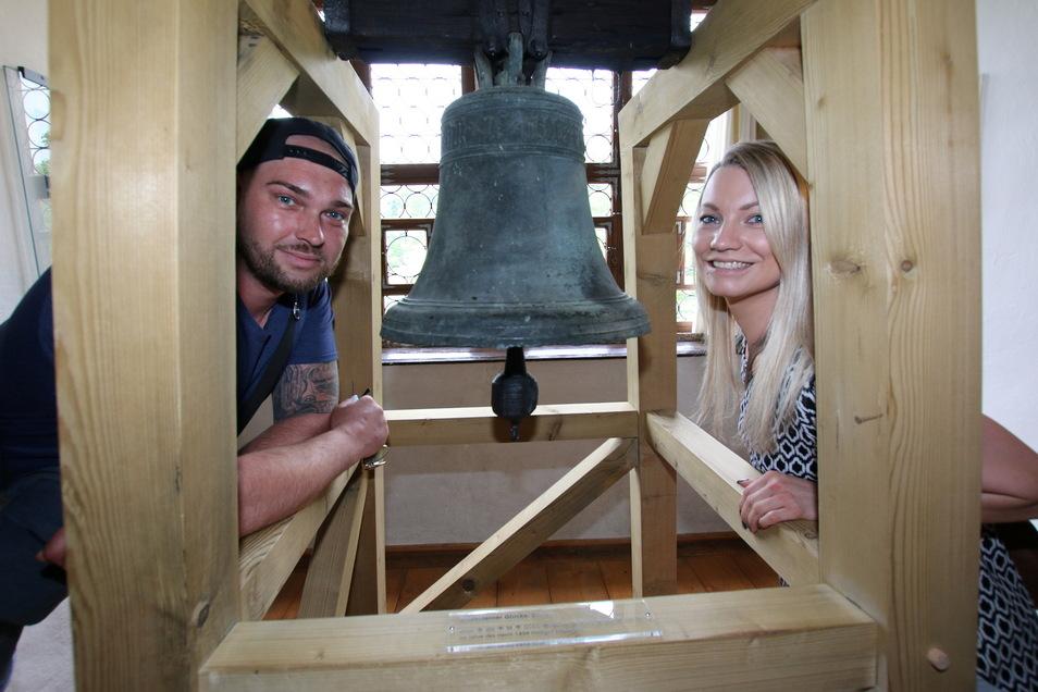 Die Burg Kriebestein hat wieder geöffnet. Christian Leimer und Julia Schumann aus Bautzen schauen sich die Ausstellung an und wollen auch noch die Talsperre besuchen.