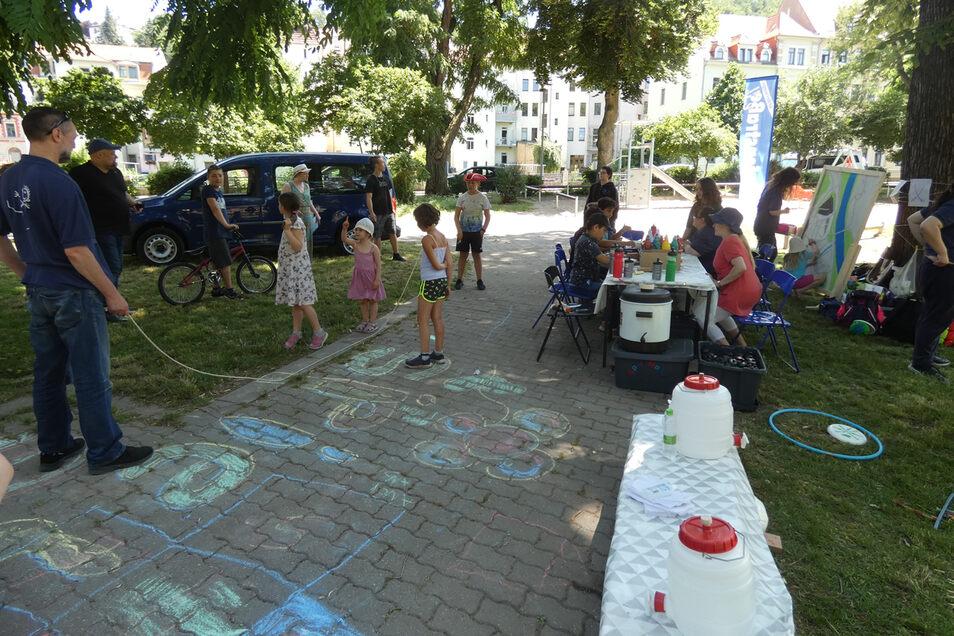 """Projekt """"Spiel dich schlau"""" - das Spiel-Mobil der Hafenstraße ist auf Meißener Spielplätzen unterwegs."""