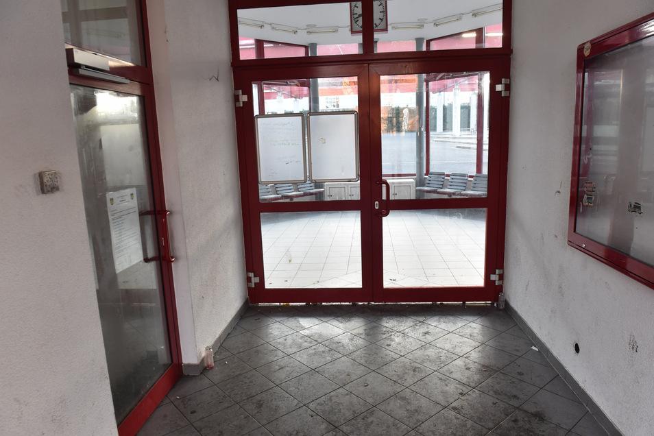 Am Busbahnhof Dippoldiswalde sind sowohl der Warteraum als auch die öffentliche Toilette geschlossen - wegen Vandalismus. Das Problem gibt es nicht nur hier.