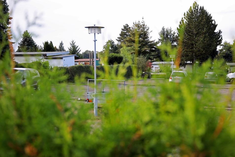 Polizei und Notarzt wurden am Montagabend kurz nach 19 Uhr auf den oberen Parkplatz der Gartenanlage Goltzscha gerufen. Dort fanden sie einen blutüberströmten Mann mit mehreren Kopfverletzungen.