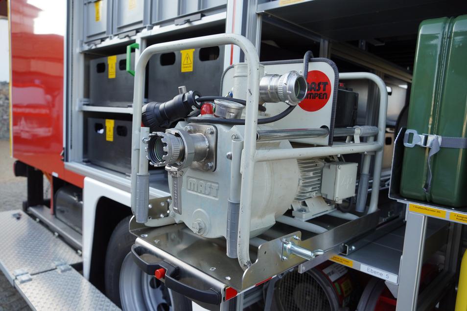 Eine spezielle Pumpe zum Abpumpen gefährlicher Chemikalien. Sie stammt noch aus dem Vorgänger-Fahrzeug.
