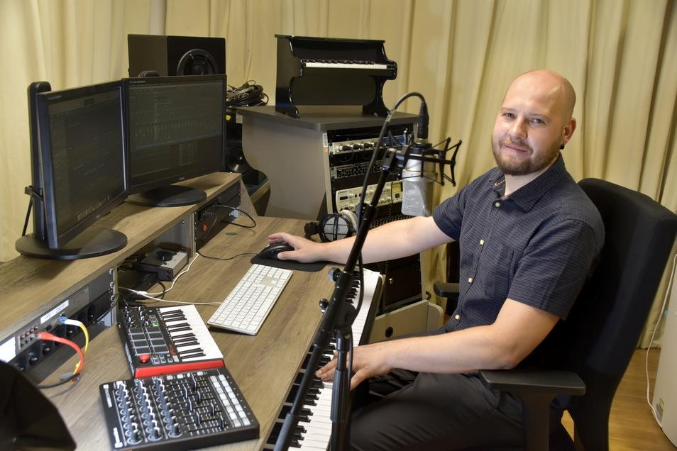 Ruben Gogulski weiß, wie aus vielen einzelnen Tonspuren ein Hörspiel mit Sprecher, Musik und akustischen Effekten entsteht.
