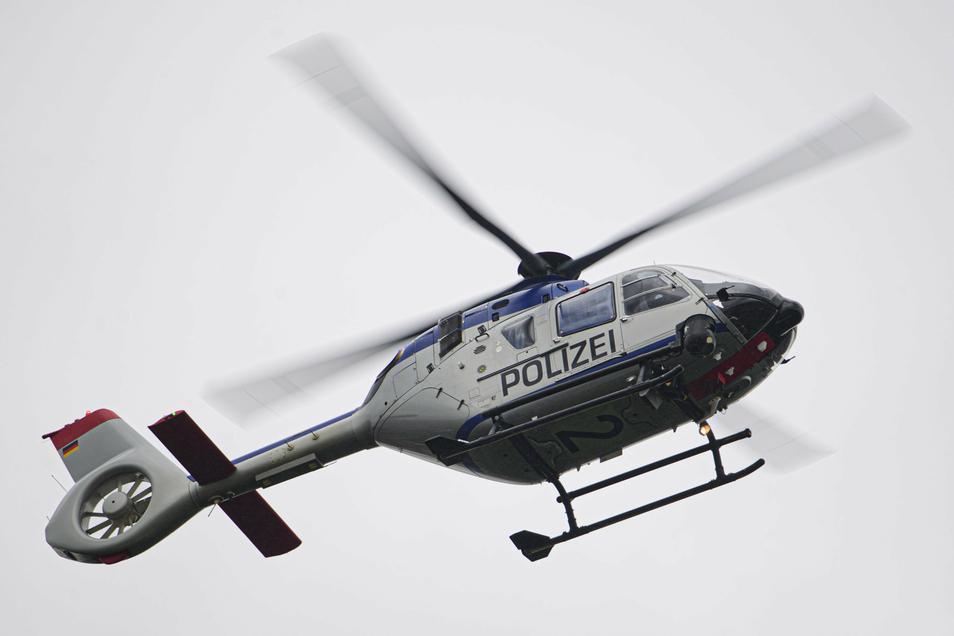 Per Hubschrauber wurde am Sonntag ein Vermisster in Pirna gesucht.