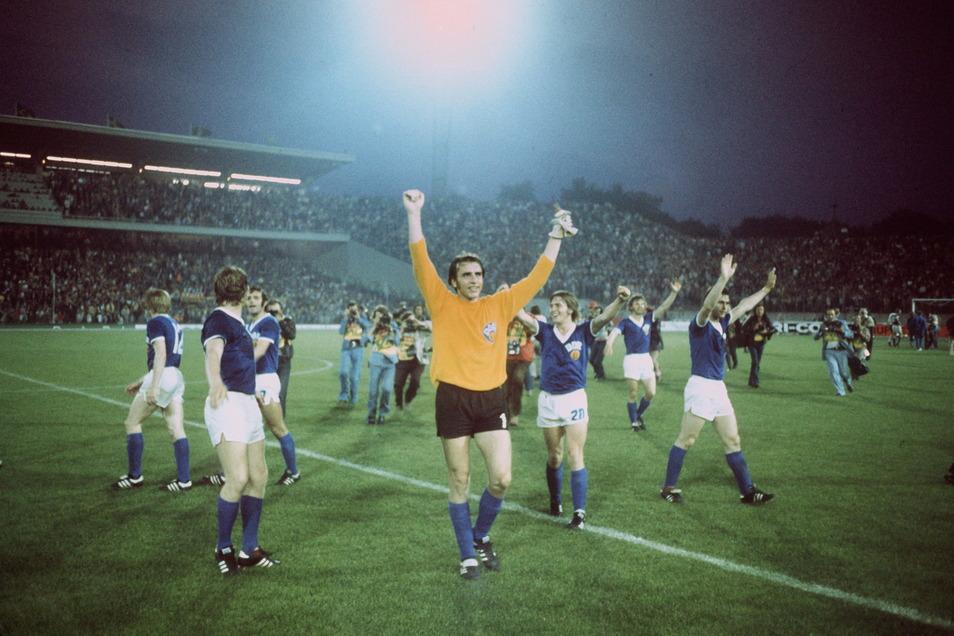 Eines seiner größten Erfolge: Bei der WM 1974 besiegte er mit der DDR-Mannschaft den Gastgeber BRD im Vorrundenspiel mit 1:0. Weltmeister wurde später trotzdem die Bundesrepublik um Libero Franz Beckenbauer und Stürmer Gerd Müller.