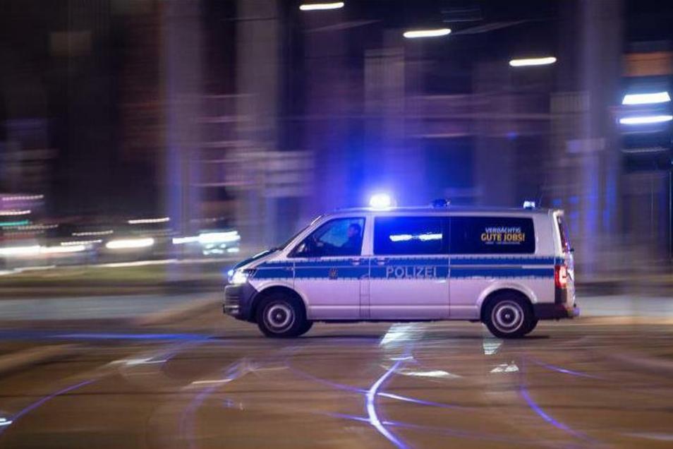 Polizisten mussten am Mittwoch bei Bautzen einen Geldtransporter schützen.