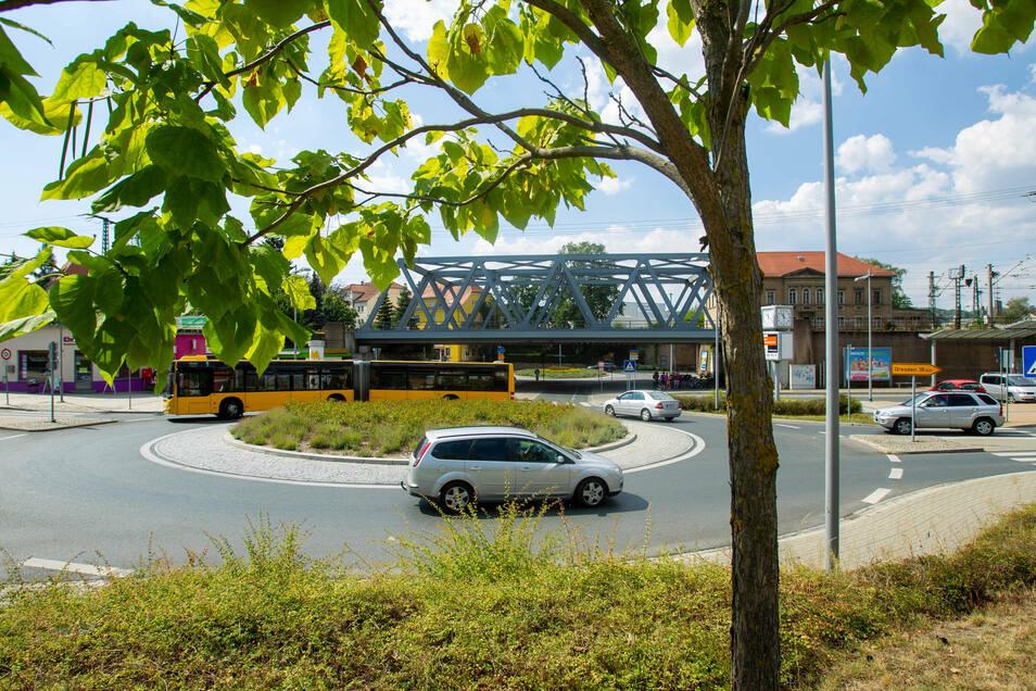 Geht doch, und gleich doppelt: die zwei Kreisverkehre am Heidenauer Bahnhof.
