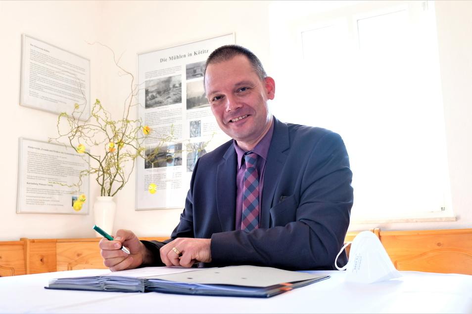 Landrat Ralf Hänsel (parteilos) hat von den Kommunen im Kreis den Auftrag zum Betrieb der Fähren übernommen und sofort an die Verkehrsgesellschaft Meißen weitergereicht.