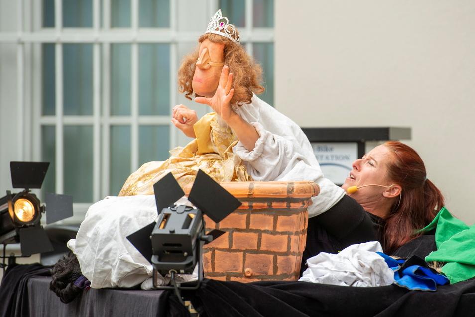 """Zur 33. Kasperiade, die im vorigen Jahr innerhalb der Veranstaltungsreihe """"Radebeuler Lebensart"""" stattfand, war Anne Klinge mit Ihrem Fußtheater zu Gast."""