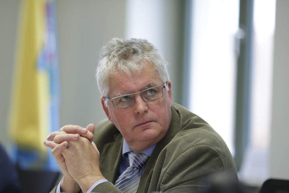 Des Görlitzer Landrat Bernd Lange (CDU) bekommt Gegenwind: Der Beschluss des Kreistags, ein neues, millionenteures Landratsamt zu bauen, regt viele auf.
