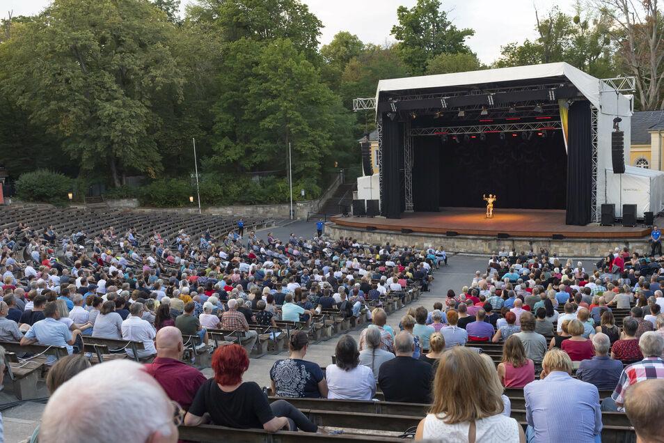 Etwa 1.000 Gäste kamen in die Junge Garde, um Lisa Eckhart zu sehen.