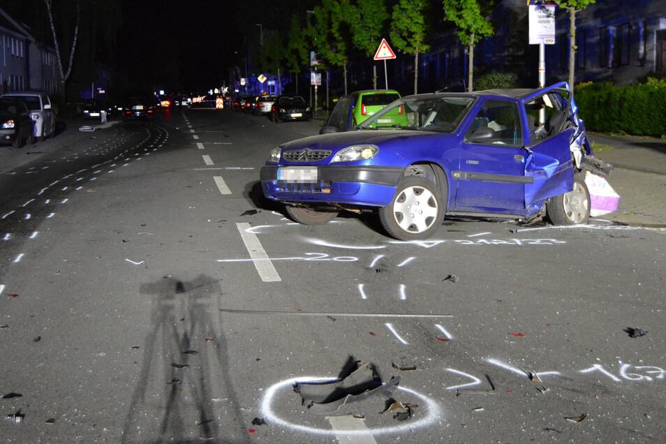 Im April 2019 raste ein 22-Jähriger bei einem Autorennen gegen das Auto einer 43-Jährigen. Sie wurde auf die Straße geschleudert und starb später im Krankenhaus.
