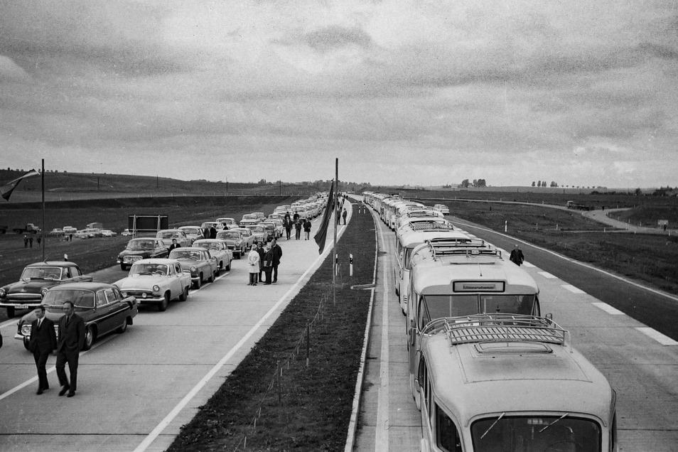 Die Feier zur Eröffnung des Abschnitts der A 14 von Leipzig-Engelsdorf bis Deutschenbora erfolgte am 7. Oktober 1971 an der Anschlussstelle Döbeln Nord. Dorthin reisten die Mitglieder von Partei und Regierung mit Tatra, Wolga und Wartburg an. Die Arbeit