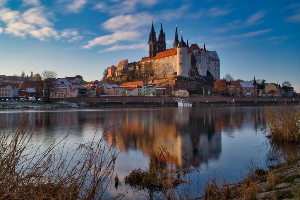 Blick auf die Albrechtsburg: Die Stadt Meißen steht mit aktuell 126 neuen Corona-Fällen an der Spitze im Landkreis Meißen. Die wenigsten Fälle gibt es in Hirschstein und Diera-Zehren.
