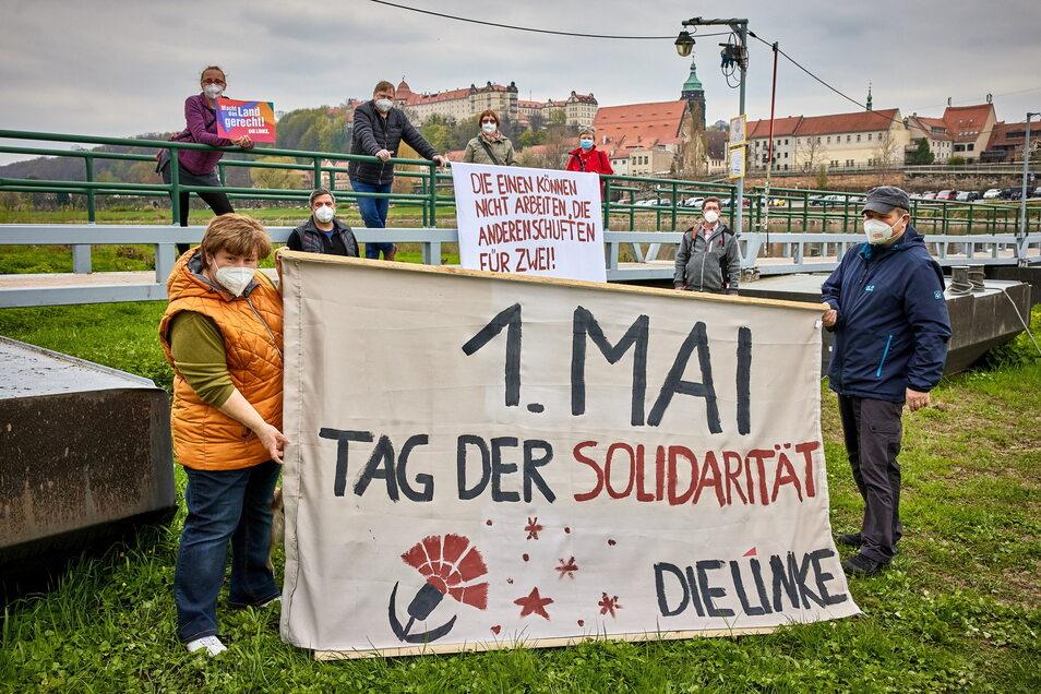Auch in Corona-Zeiten den 1. Mai nicht vergessen: Mitglieder der Linken trafen sich auf den Elbwiesen von Pirna-Copitz.