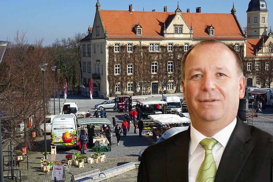 Auf Riesas Wochenmarkt gelten ab sofort strengere Regeln, erklärt Magnet-Chef Reiner Striegler.