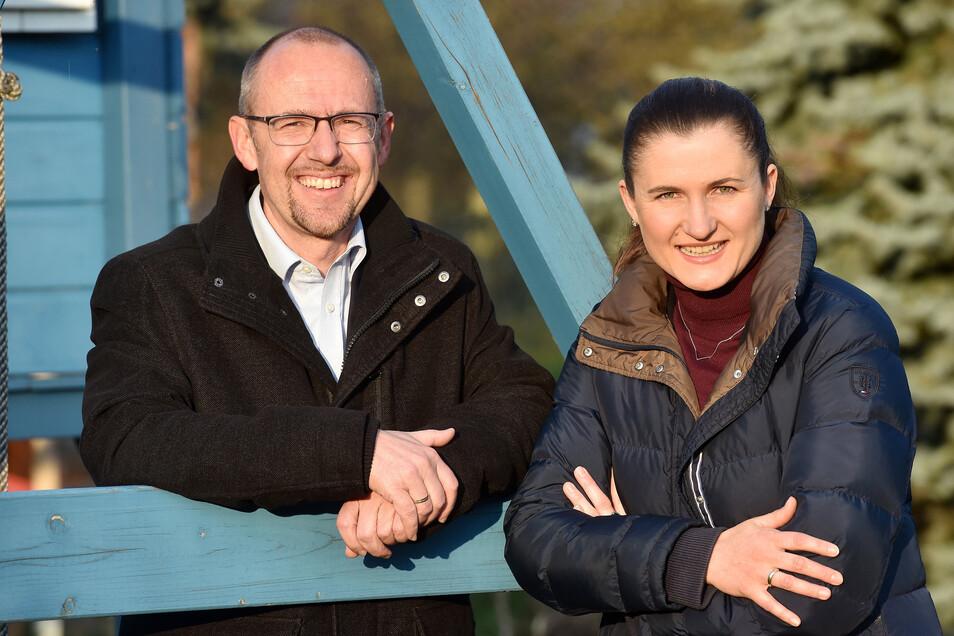 Evelyn Ebert und Tom Stöcker von der Corona Hilfe Oderwitz wollen auch in Zeiten sinkender Infektionszahlen weitermachen.