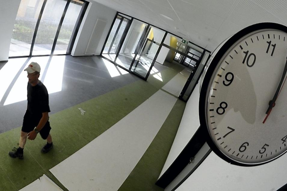 Ende des Monats finden in den einzelnen Gebäuden des hochmodernen deutsch-sorbischen Schulkomplexes in Schleife die ersten technischen Abnahmen statt.