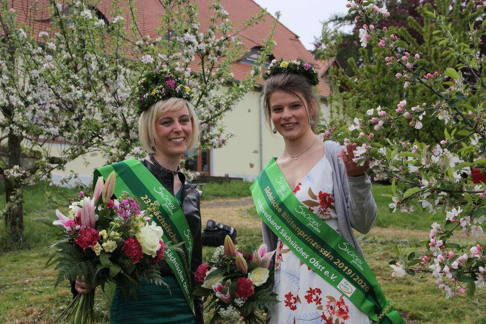 Antje Uhlig (32) ist die neue sächsische Blütenkönigin (links). Blütenprinzessin wurde Elisabeth aus Schmölln.