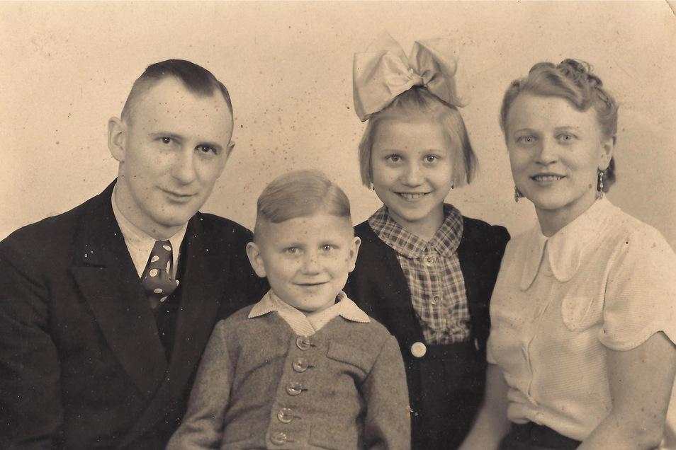Die Familie Kusber um 1942 in Kattowitz: Vater Max, Mutter Elisabeth und die Kinder Norbert und Brigitte. In Weesenstein fanden sie 1945 eine neue Heimat.