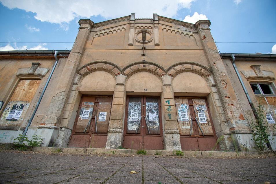 Die Bahnhofshalle hinter diesen drei großen Türen soll wieder zugänglich gemacht werden.