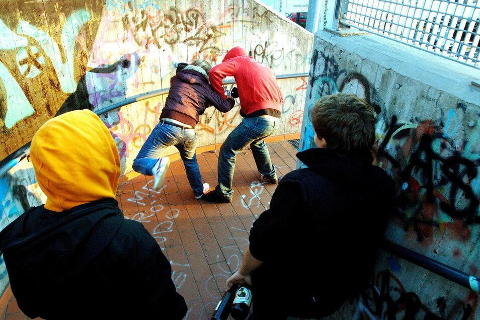 Warum geraten Jugendliche außer Kontrolle? Der Film von Carsten Binsack geht nach den Krawallen in Stuttgart im Sommer 2020 dieser Frage nach.