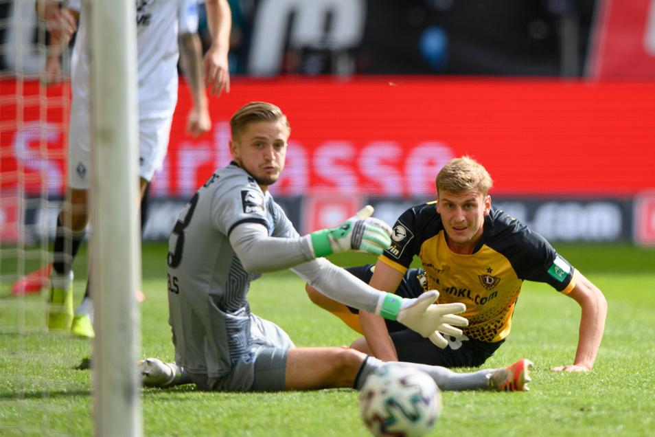Die erste Chance hat Mannheim, aber dann kommt Dynamo über Agyemang Diawusie - aber Christoph Daferner verpasst dessen Eingabe um eine Fußspitze.