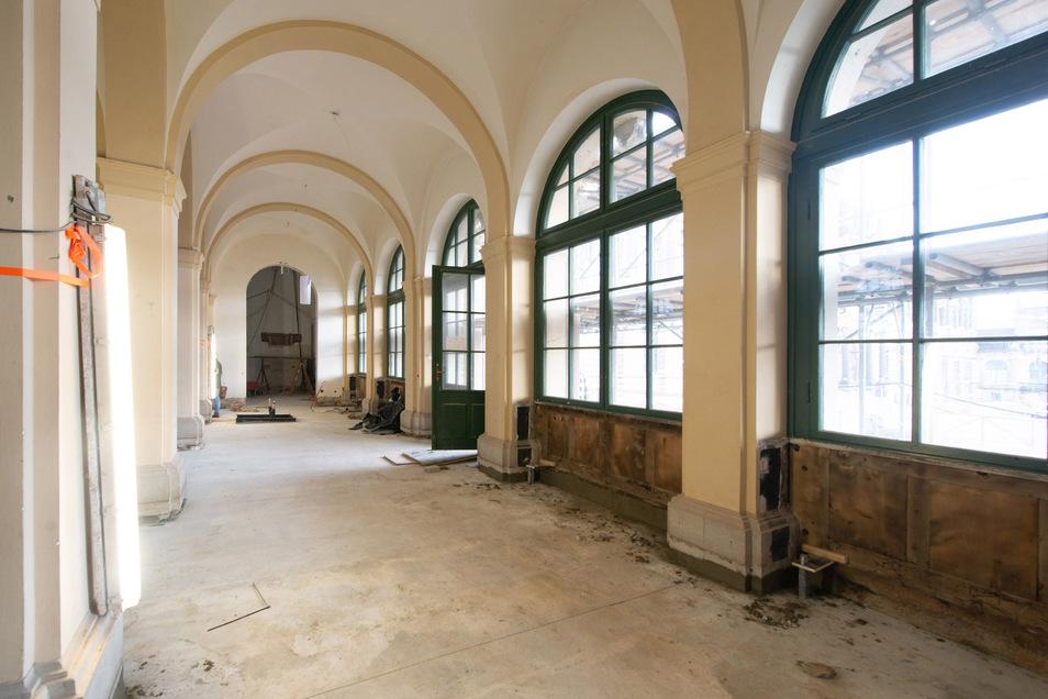 Der Französische Pavillon wird für den Empfangsbereich und ein Café ausgebaut.
