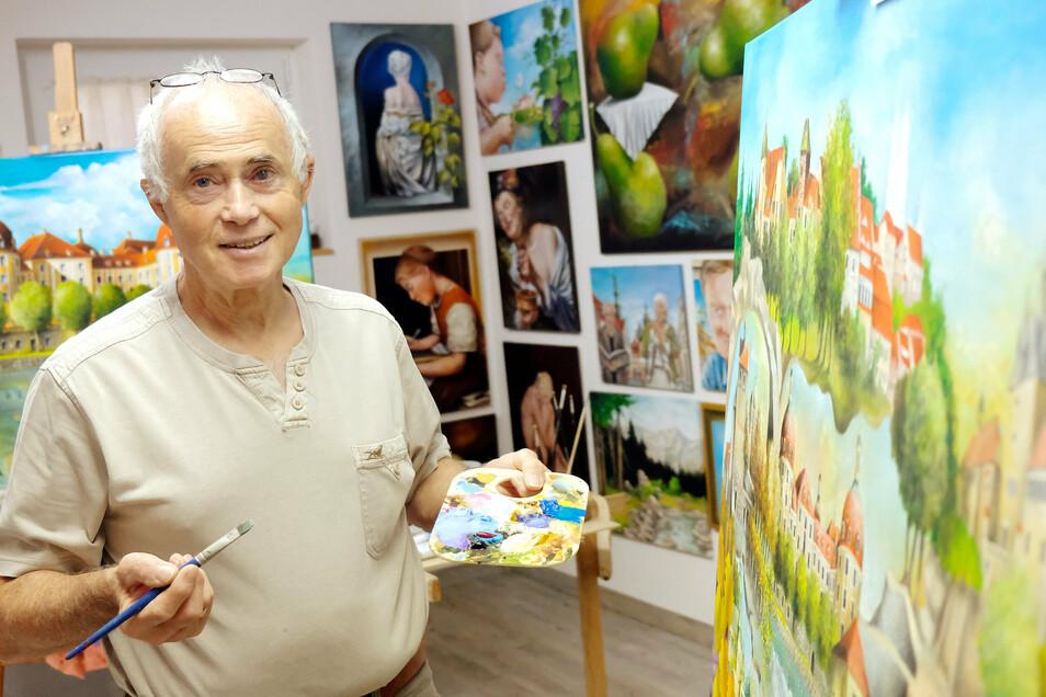 Von Karikaturen auf Abschlussberichten über surreale Gemälde. Die Arbeit von Peter Jäckel aus Niederau ist vielfältig. Nun sollen es Schlösser sein.