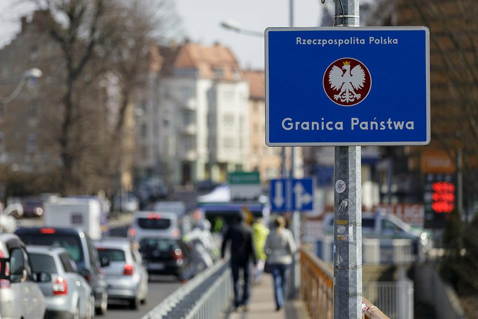 Während der geschlossenen Grenzen im Frühjahr kam es täglich zu Staus auf der Görlitzer Stadtbrücke .