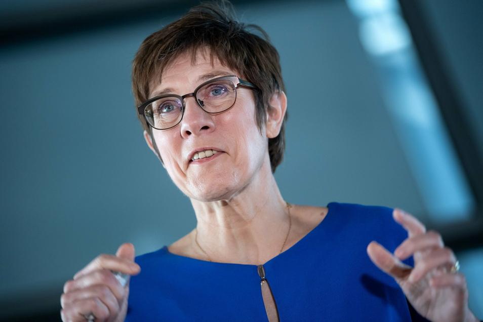Annegret Kramp-Karrenbauer (CDU), Verteidigungsministerin.
