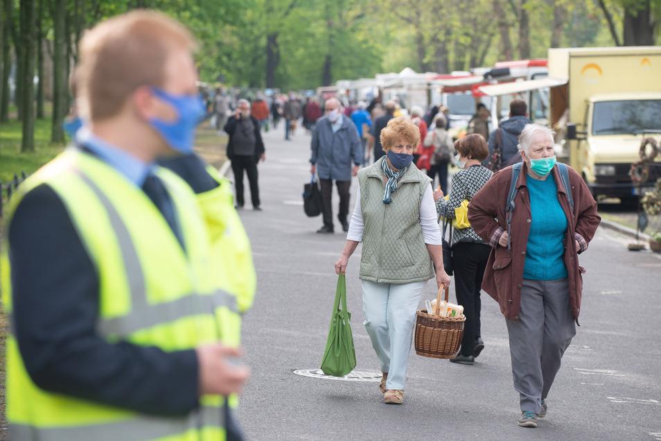 Auf dem Lingnermarkt herrscht Maskenpflicht. Die gibt es dort jetzt zu kaufen.