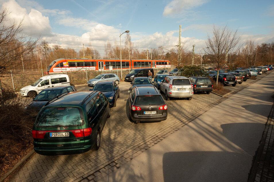 P+R-Parkplatz am Pirnaer Bahnhof: Schon morgens knüppelvoll.