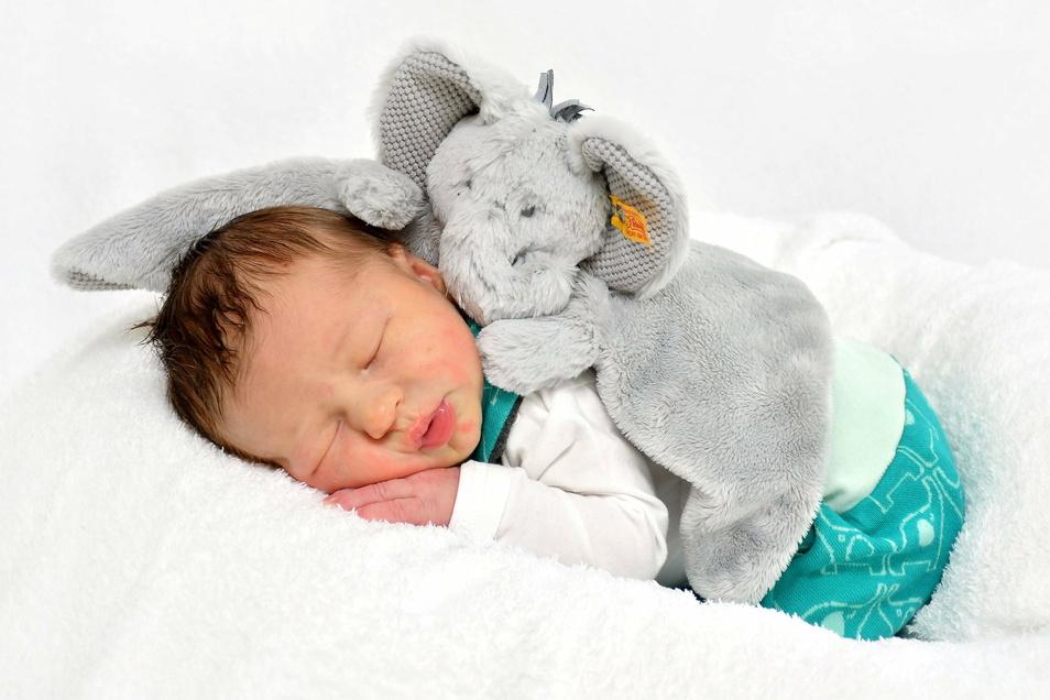 Erwin, geboren am 21. Dezember, Geburtsort: Freital, Gewicht: 4.080 Gramm, Größe: 51 Zentimeter, Eltern: Luisa und Martin Wolf, Wohnort: Rabenau