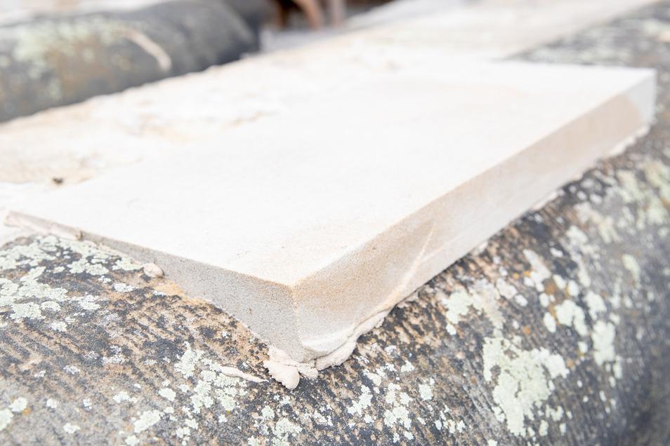 Ist es möglich, werden kaputte Stellen in den Gesimssteinen durch solche neuen Teile ersetzt.
