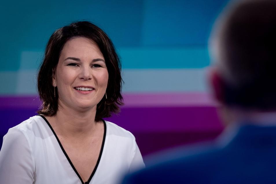 """Annalena Baerbock stellte sich am Donnerstagabend in der ARD-Sendung """"Farbe bekennen"""" Fragen der TV-Journalisten."""