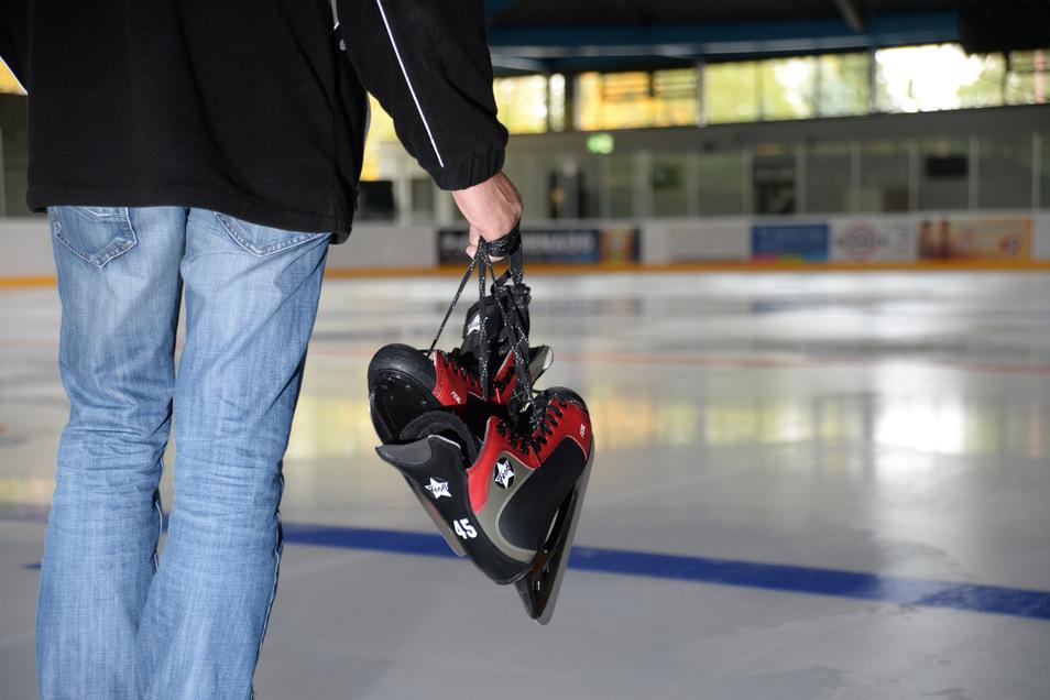 Kinder und Jugendliche können in der ersten Woche der Winterferien das Eislaufen in Niesky erlernen. Dazu veranstaltet das Kinder- und Familienzentrum ein Feriencamp.