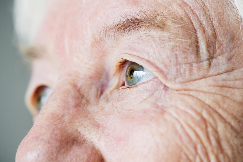 Die Leistungsfähigkeit der Augen lässt bereits relativ früh nach und verschlechtert sich sukzessive.
