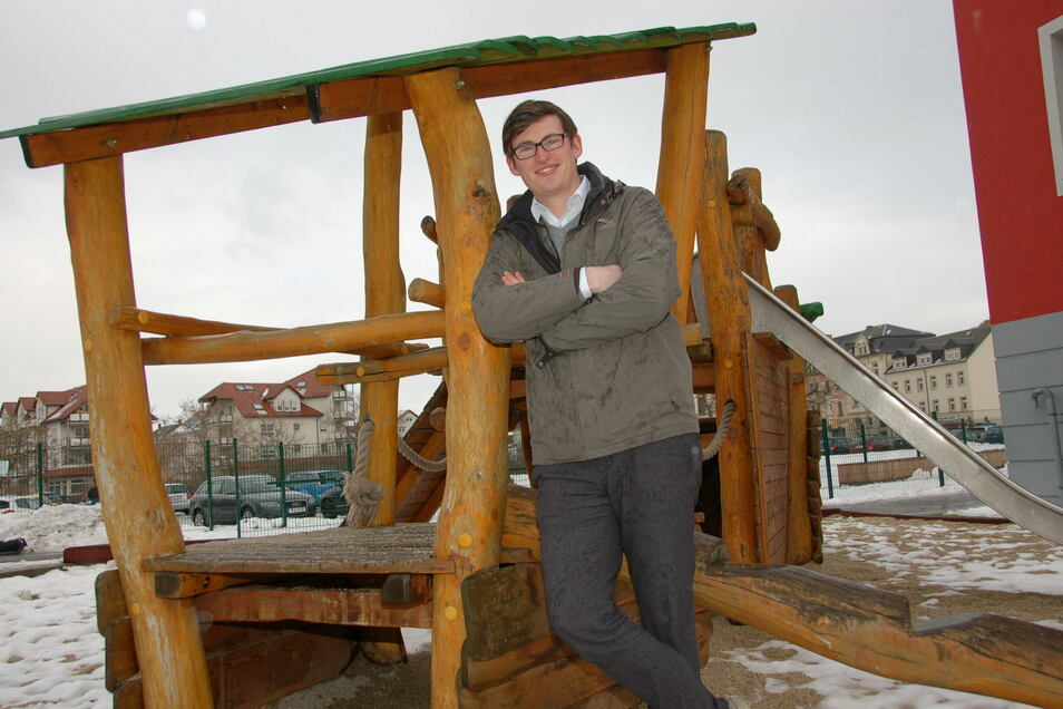 Jacob Sendner leitet in Freital die Kita Regenbogen und wirbt beim Tag des Erziehers für seinen Beruf.