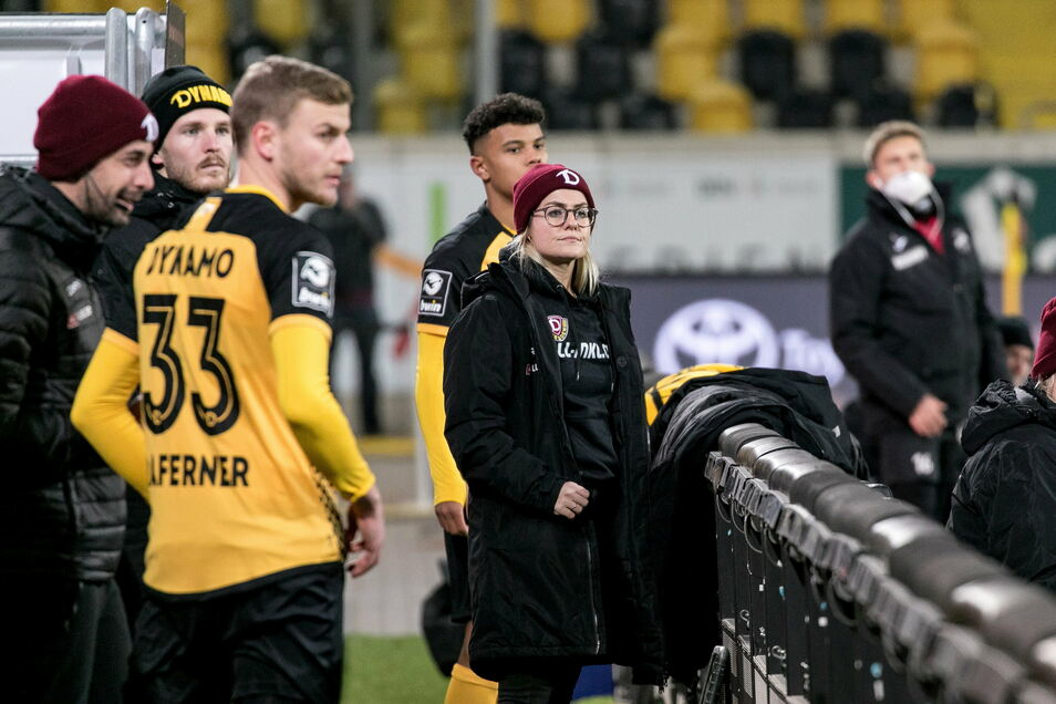 Dynamos Teammanagerin Marie Jenhardt ist auch bei den Spielen an der Seite der Profis.