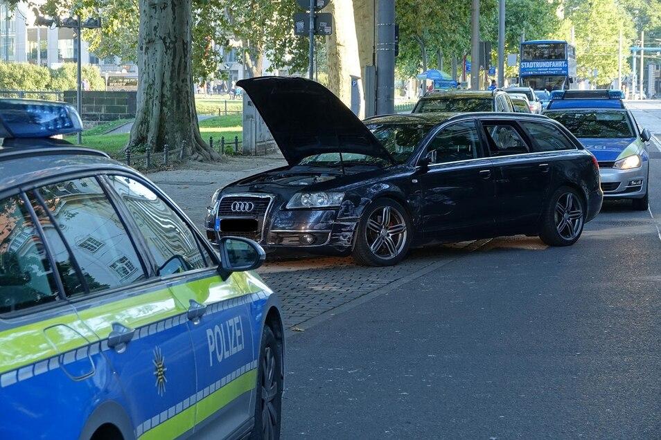 Nach mehreren Unfällen stellte die Polizei den Fahrer dieses Audi auf der Ostra-Allee.