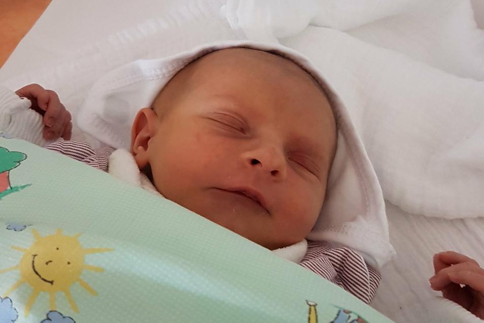 Jamie Brooklyn, geboren am23. Oktober, Geburtsort: Dresden, Gewicht: 2.645 Gramm, Größe: 47 Zentimeter, Eltern: Katrin Dienel und Marcel Enderlein, Wohnort: Klipphausen